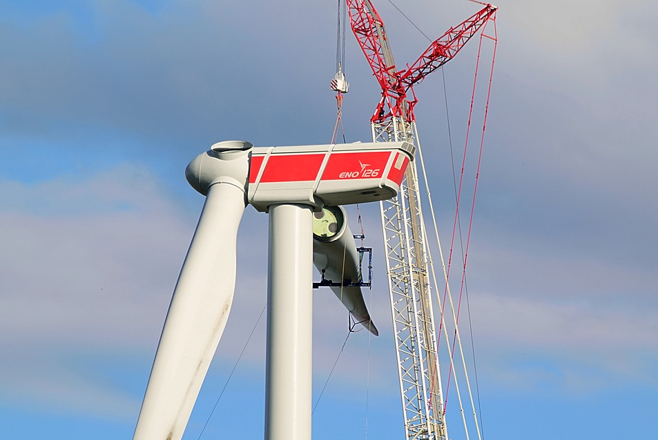 Installation of wind turbine blades